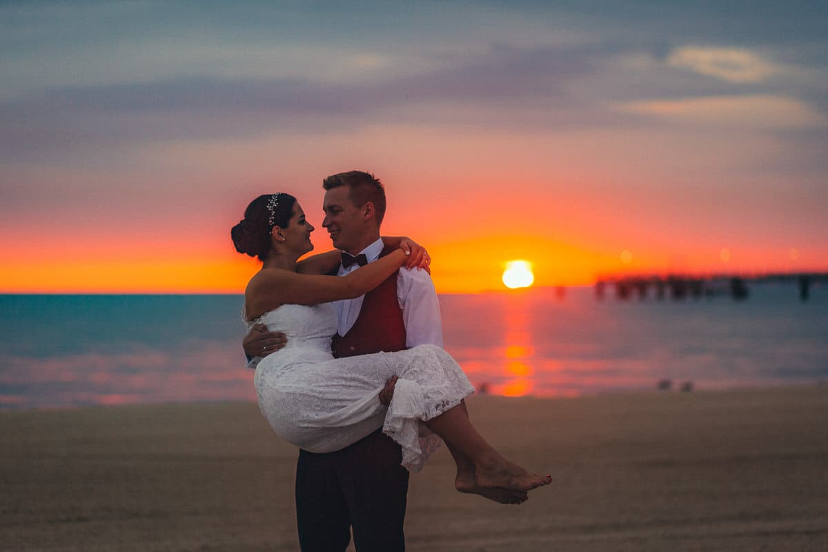 0008_Hochzeitsfotograf_Usedom_Brautpaar_am_Strand_Ahlbeck_IrisWoldt_21382138_