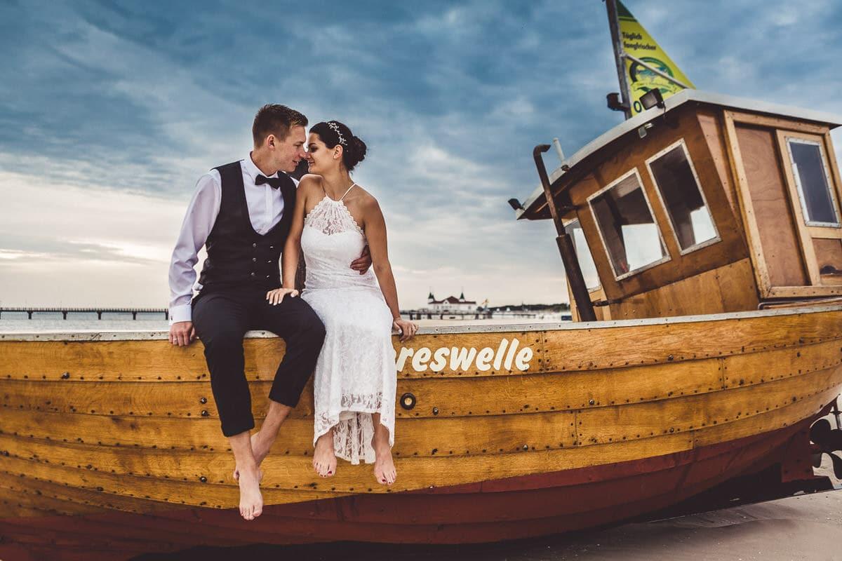 0029_Hochzeitsfotograf_Usedom_Brautpaar_am_Strand_Ahlbeck_IrisWoldt_5109_