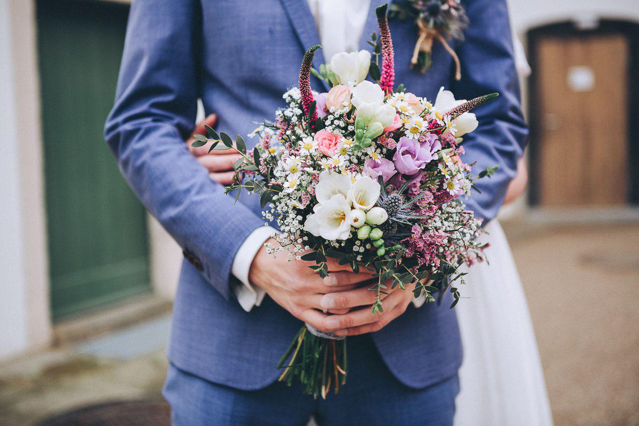 Brautpaarbilder_Weingut_Hofloeßnitz_Hochzeitsfotograf_072-_
