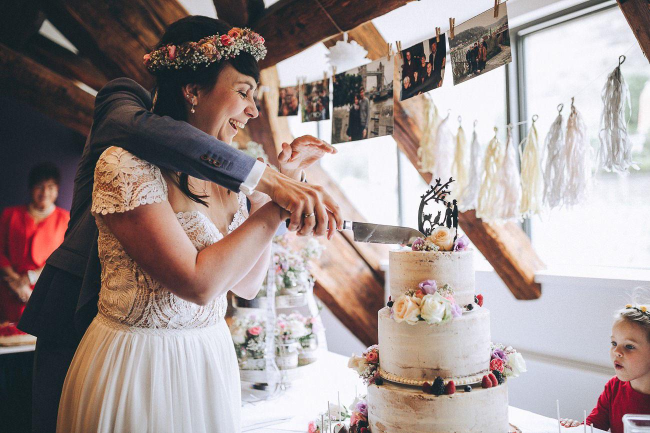 Hochzeitsfeier_Weingut_Hofloeßnitz_Hochzeitstorte_065-_