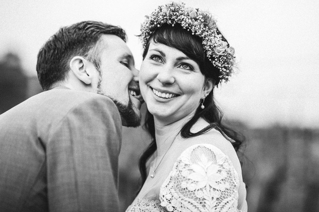 Hochzeitsfotograf_Brautpaarfotos_Weingut_Hofloeßnitz__091-_