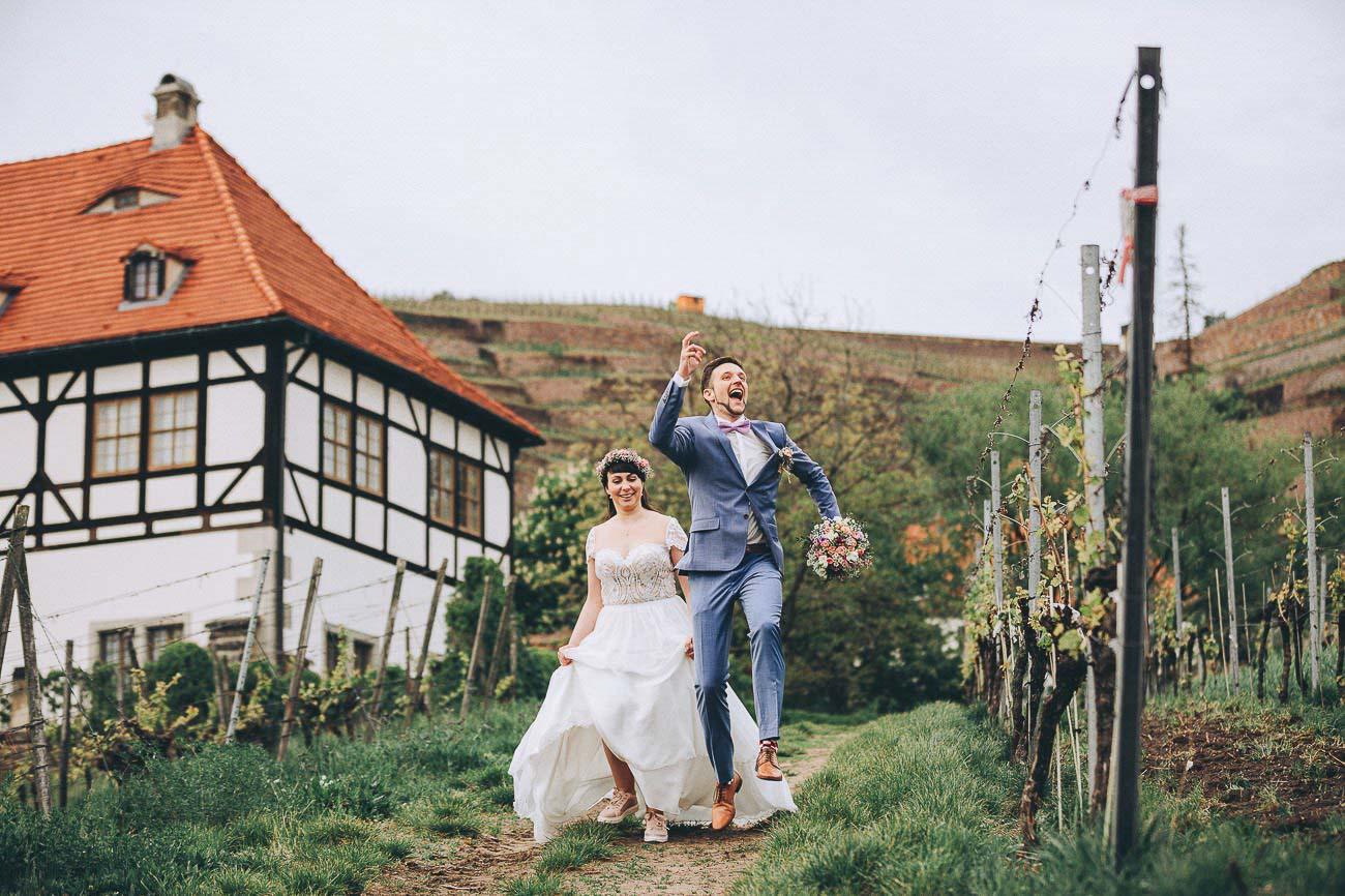 Hochzeitsfotograf_Brautpaarfotos_Weingut_Hofloeßnitz__094-_