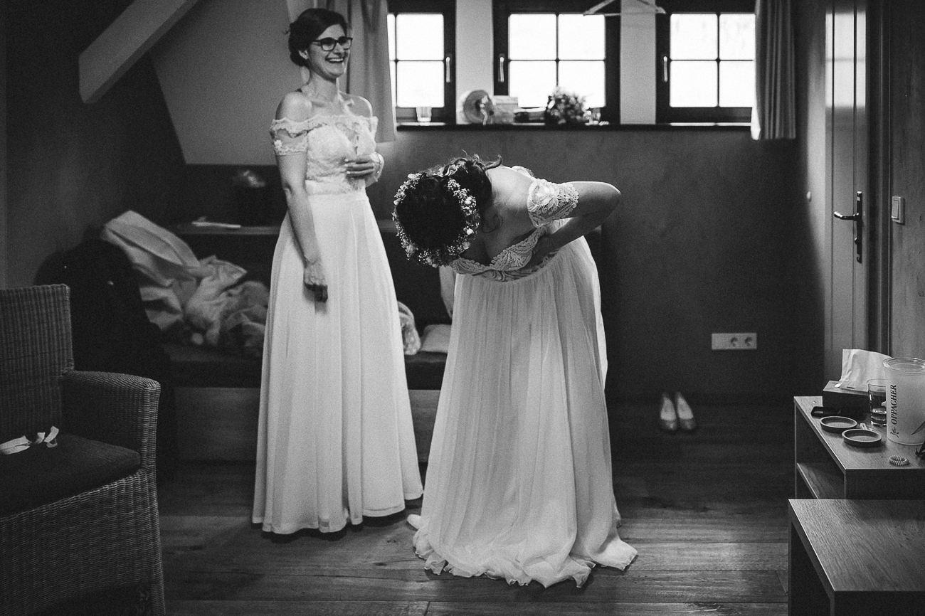 Hochzeitsfotograf_Radebeul_Getting_ready_weingut_028-_