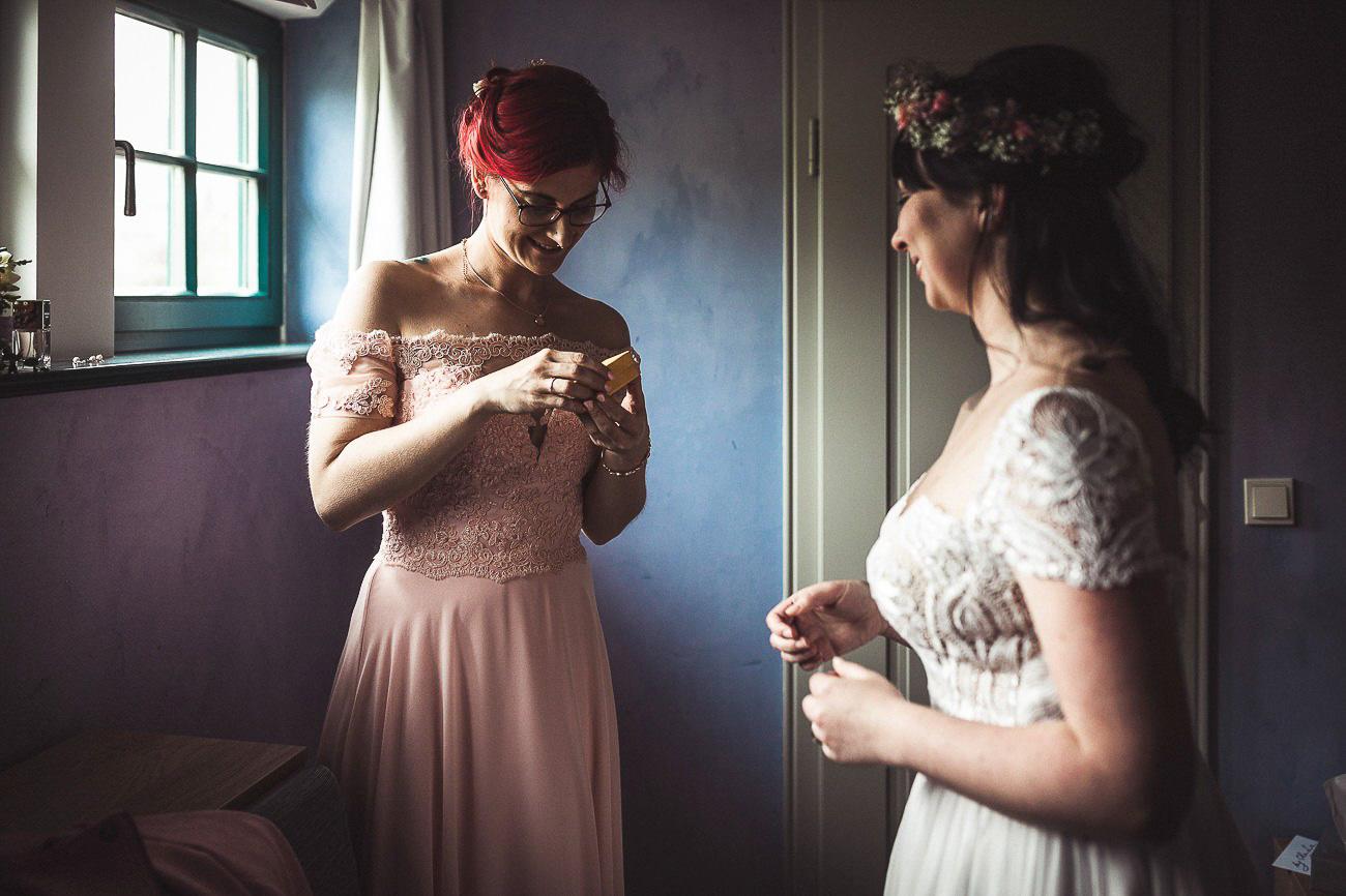 Hochzeitsfotograf_Radebeul_Getting_ready_weingut_031-_