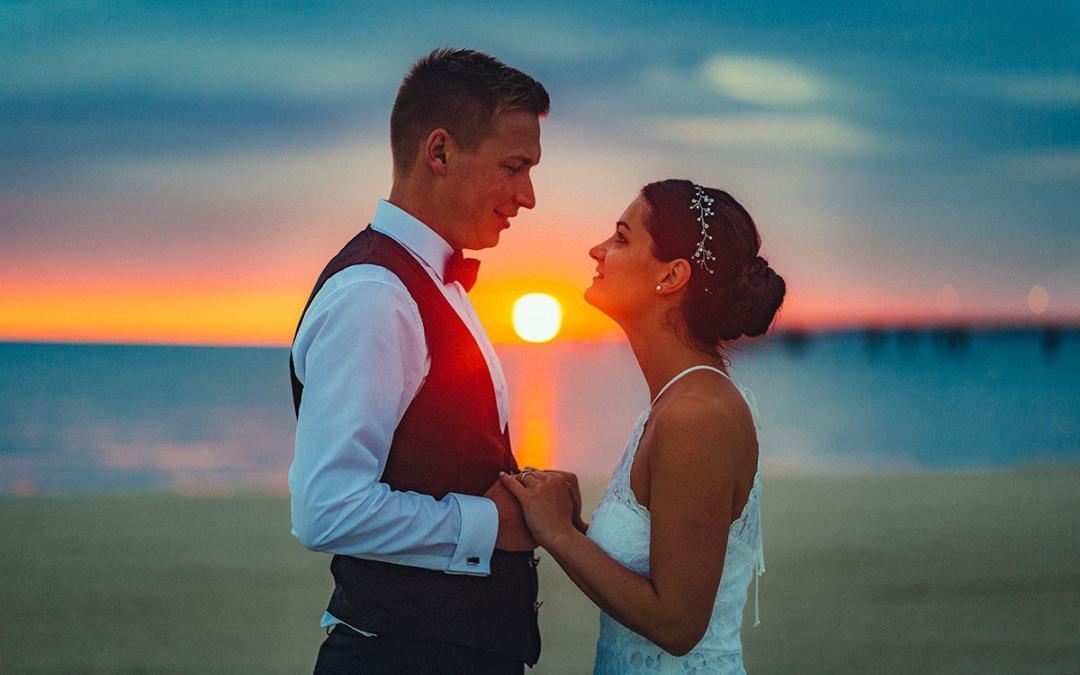 Hochzeitsfotograf Ahlbeck/Brautpaarshooting zum Sonnenaufgang am Strand